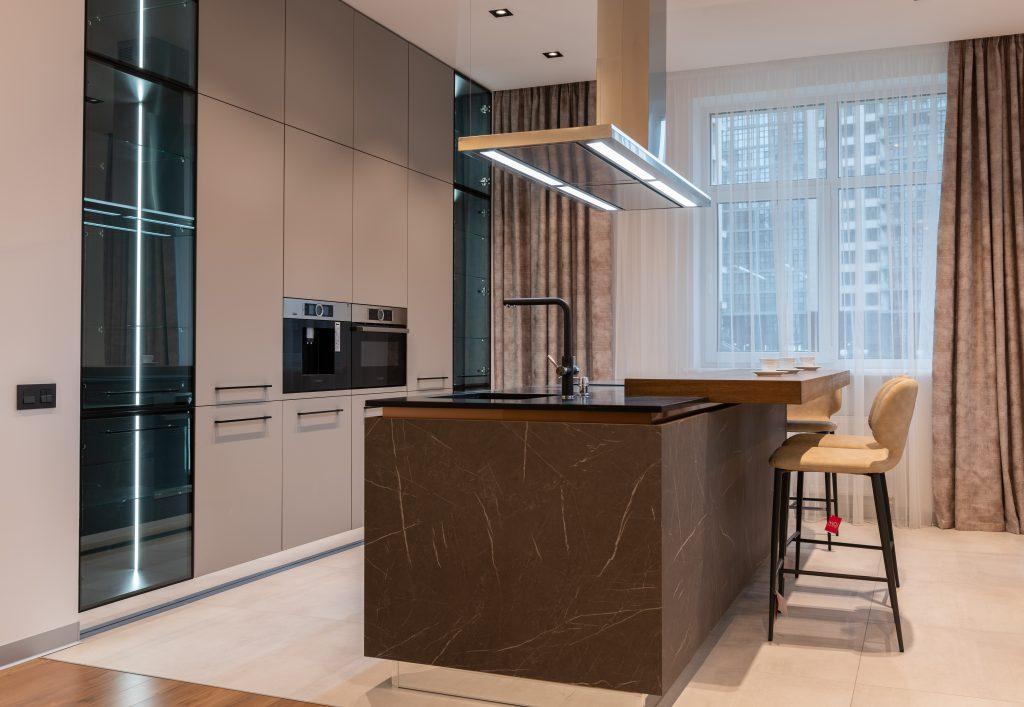 Mieszkanie w stylu glamour – jak wyglądają jego wnętrza