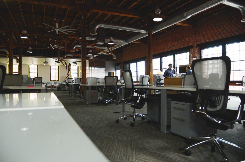 Jak urządzić biuro – poradnik