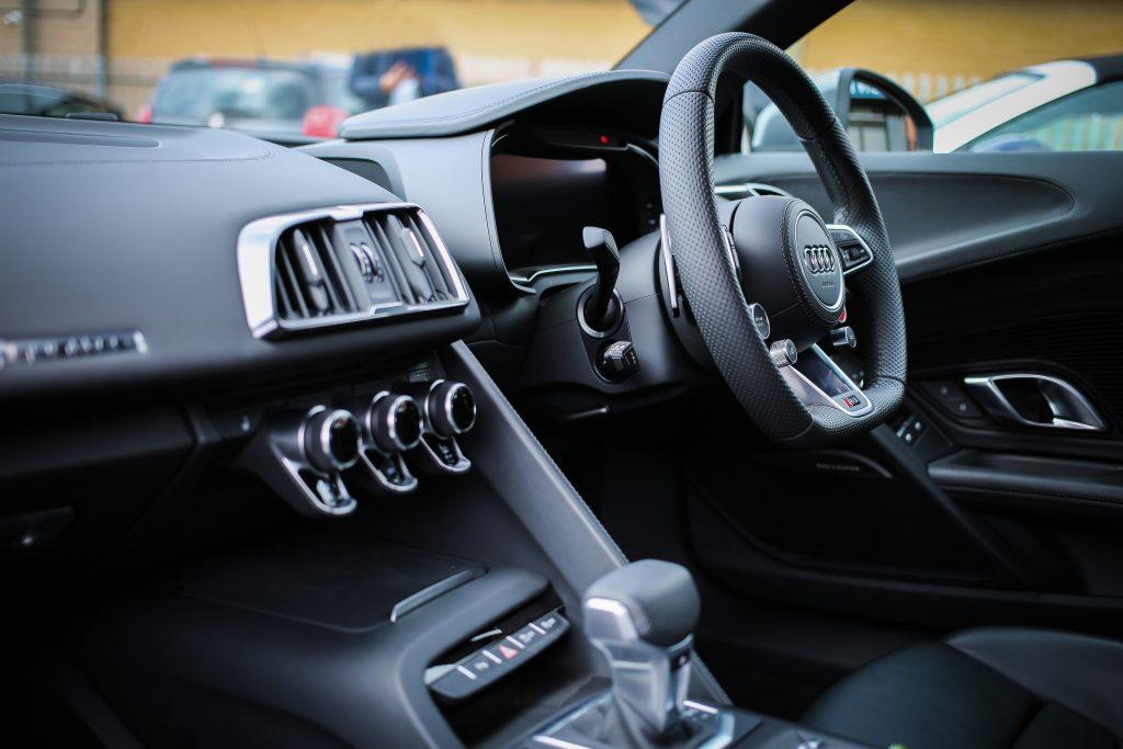 Co obejmuje sprawdzenie samochodu przed zakupem?