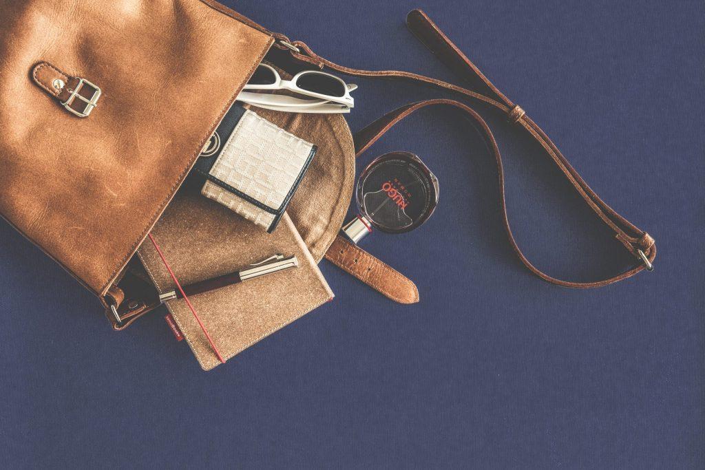 Jak dbać o torebki skórzane?