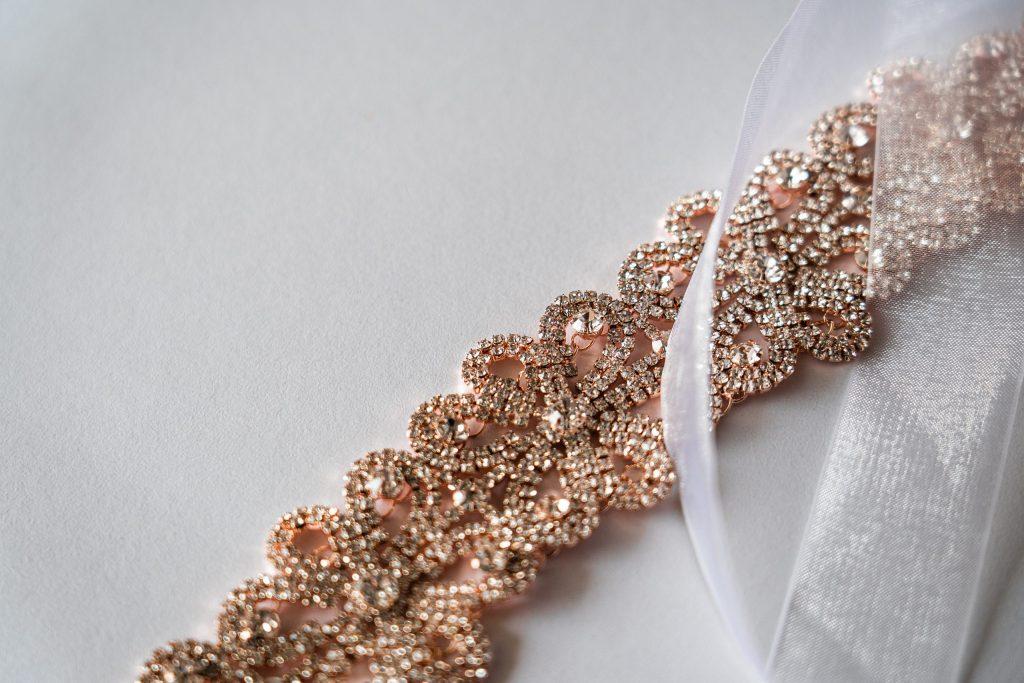 Jak rozpocząć przygodę z haftem diamentowym?